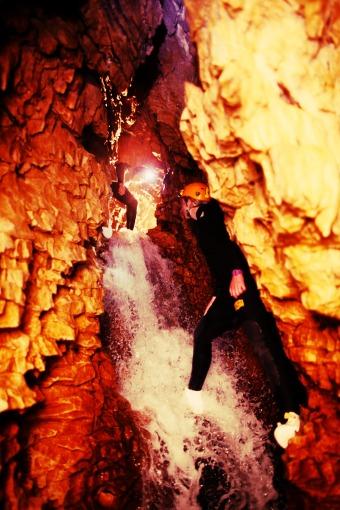 DW_Abyss_2 Girls_Climbing up internal waterfall
